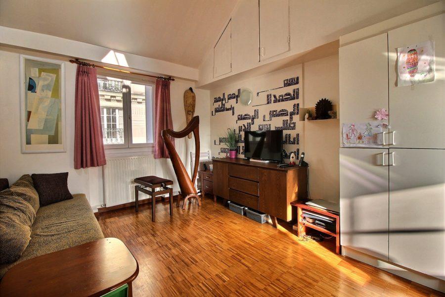 enaparte-ref126-photo-3p-Paris-rue-du-bourg-tibourg_04